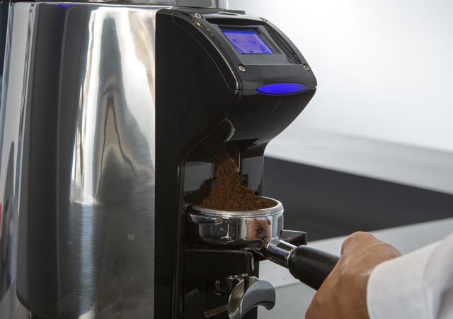 La Cimbali Magnum on Demand Touch, Профессиональная кофемолка с дозатором и сенсорным дисплеем